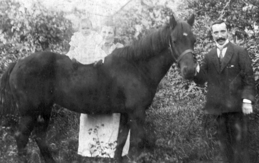 Glover family with horse